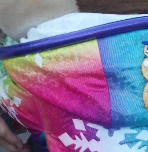 ディズニーランド ポップンライブ デイジーの衣装の襟元、裾について