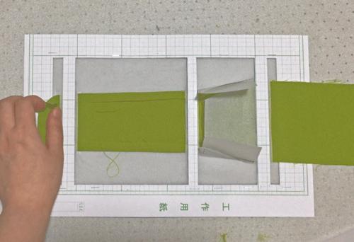 帯状の布の縫い代を均等に折るテンプレート